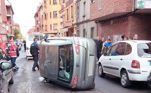 Un espectacular accidente en la Avenida Nocedo se salda con una persona herida