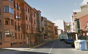 A juicio y una multa de 6.000 euros para un vecino de Astorga por rayar hasta 10 coches con unas llaves
