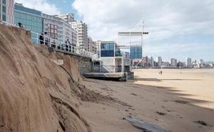 La pérdida de arena obliga a revisar las estructuras de San Lorenzo, la 'playa de León'