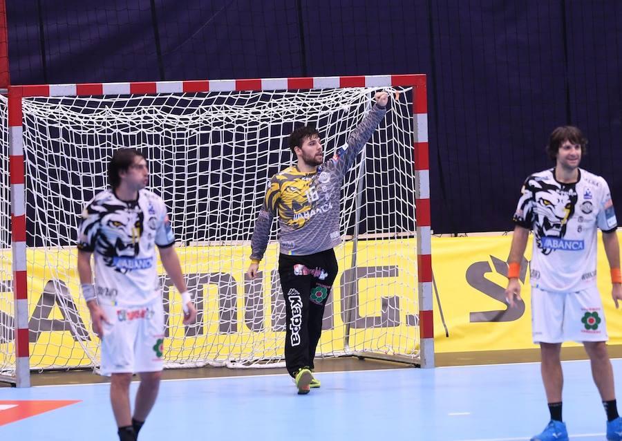 El Abanca Ademar logra la victoria ante el Wacker Thun (25-26)