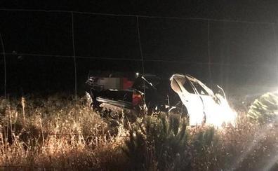 Huye y deja el vehículo abandonado tras dar varias vueltas de campana en la carretera de Alcuetas