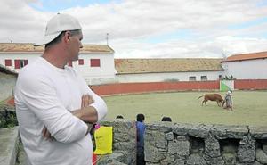 El leonés Frank Cuesta regresa a la televisión para adentrarse en el mundo taurino