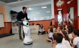 Un colegio de Madrid introduce un robot con fines pedagógicos en sus aulas