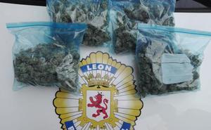 La Policía Local detiene a tres personas que poseían medio kilo de marihuana tras darse a la fuga