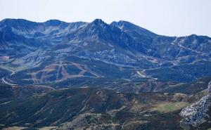 La ULE programa una ruta de senderismo entre el puerto San Isidro y el Pico Cascayón