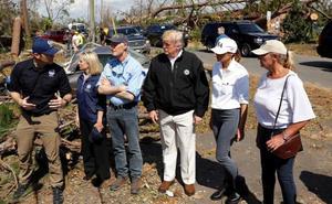 Trump visita la zona devastada por el huracán 'Michael'