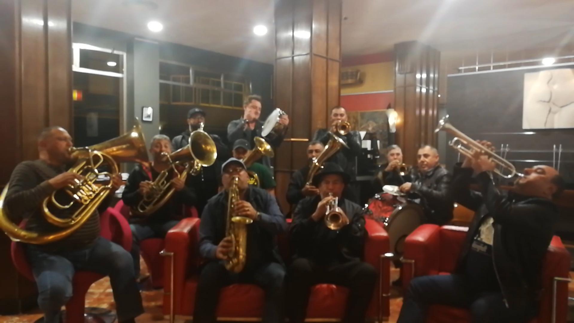 León baila a ritmo de música balcánica gracias a Fanfare Ciocarlia