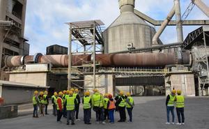 Cementos Cosmos abre las puertas de su fábrica y recibe a más de 500 bercianos