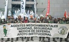 Los agentes medioambientales se concentran ante Medio Ambiente en Valladolid
