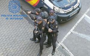La Policía Nacional 'ensaya' un ataque terrorista y radical en el centro comercial Carrefour de León