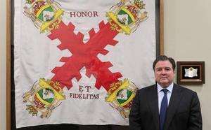 El embajador de EEUU coloca la bandera y la placa que Astorga le regaló de forma institucional