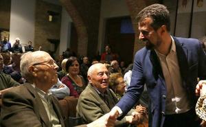 El PSOE muestra en León su compromiso para garantizar las pensiones y ensalza la figura de los mayores durante la crisis