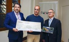 Javier Sachez Salvador recibe el Premio de Novela Corta 'Fundación Monteléon'