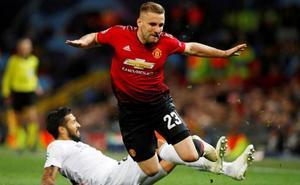La UEFA multa al Valencia y al Manchester United y amonesta a Marcelino