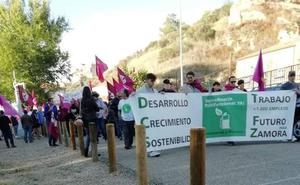 Un centenar de personas se manifiestan en Benavente a favor de la ruptura de León con Castilla