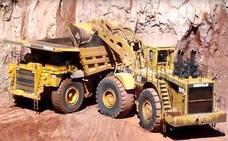 Las auxiliares del carbón exigen que el preacuerdo del sector incluya sus 800 empleos y tres trabajadores se encierran en el Ayuntamiento de Pola de Gordón