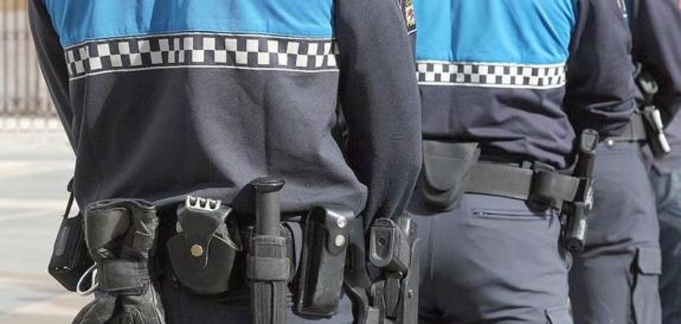 La Policía Local desaloja un conocido local de copas clandestino en el Barrio Húmedo con 60 personas en su interior