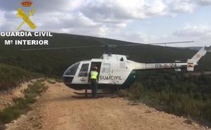 Rescatan a un ciclista que se precipitó cuatro metros por un terraplén en los montes de Poibueno