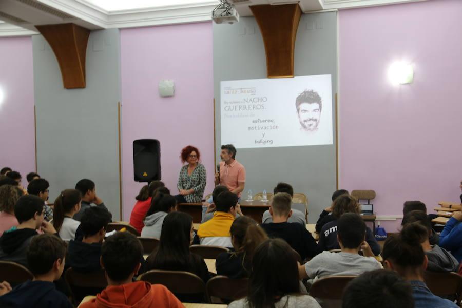 El actor Nacho Guerreros, 'Coque', asiste al colegio Teresa de Jesús para luchar contra el acoso escolar