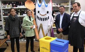 El Ayuntamiento reparte 168 contenedores para reciclar entre los pequeños comercios adheridos a la Capitalidad Gastronómica