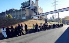 Los trabajadores de las auxiliares de Endesa endurecerán sus protestas ante el silencio de la eléctrica para garantizar los 170 empleos