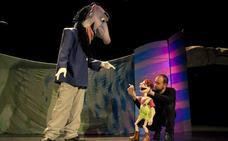 Enanos y gigantes conquistan el Teatro San Francisco en una obra con grandes valores
