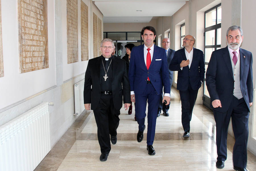 Firma del convenio con el Obispado de Astorga