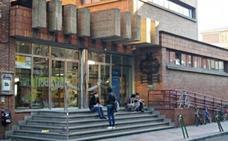 La Biblioteca Pública de León acoge la representación de la obra cómica de Shakespeare 'Trabajos de amor perdidos'