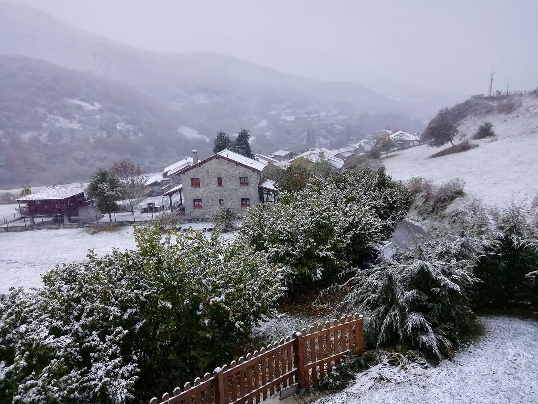 Santa Marina de Valdeón, bajo un manto blanco de nieve