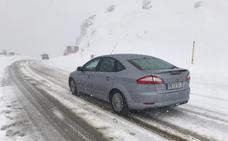 El temporal de nieve obliga corta el puerto de Pajares junto a otros seis puertos y la conexión ferroviaria con Asturias y prohibe el Huerna a los camiones