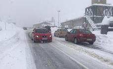 La nieve mantiene cortada la conexión ferroviaria entre León y Asturias desde la tarde del sábado