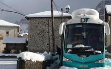 50 turistas permanecen inmovilizados en Posada de Valdeón al quedar atrapado el autobús
