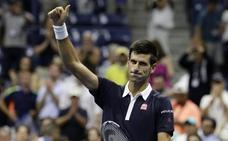 Djokovic se asoma en París al número uno de Nadal