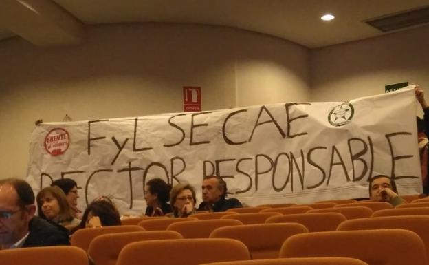 Sindicatos estudiantes interrumpen el claustro universitario para protestar por el estado de Filosofía