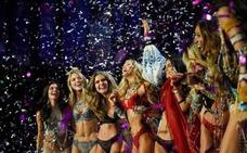 Victoria's Secret se agarra a su espectacular desfile en un año difícil