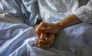 Los españoles se muestran a favor de regular la eutanasia