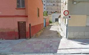 Ciudadanos denuncia el estado de abandono del callejón de la calle Cartagena en el barrio de San Claudio