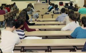 El tribunal que debe repetir el examen a 19.000 opositores de Castilla y León vuelve a cambiar