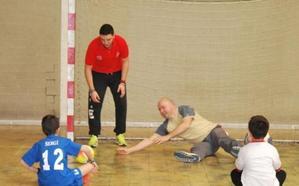 El Aula de Atletismo inicia su actividad y cerca de 300 niños participan en cuatro actividades de las EDM