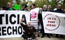 Una tímida protesta frente al Supremo exige reformar la ley hipotecaria