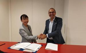 La Asociación del Camino de Santiago en Astorga inicia en Tokio la firma de convenios para difundir su actividad