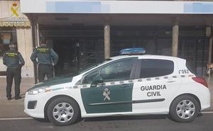 Dos detenidos por un robo a punta de pistola en un supermercado de Sésamo