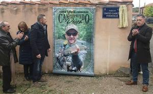 Cuadros reconoce al campeón mundial David García dando su nombre al Paseo del Río