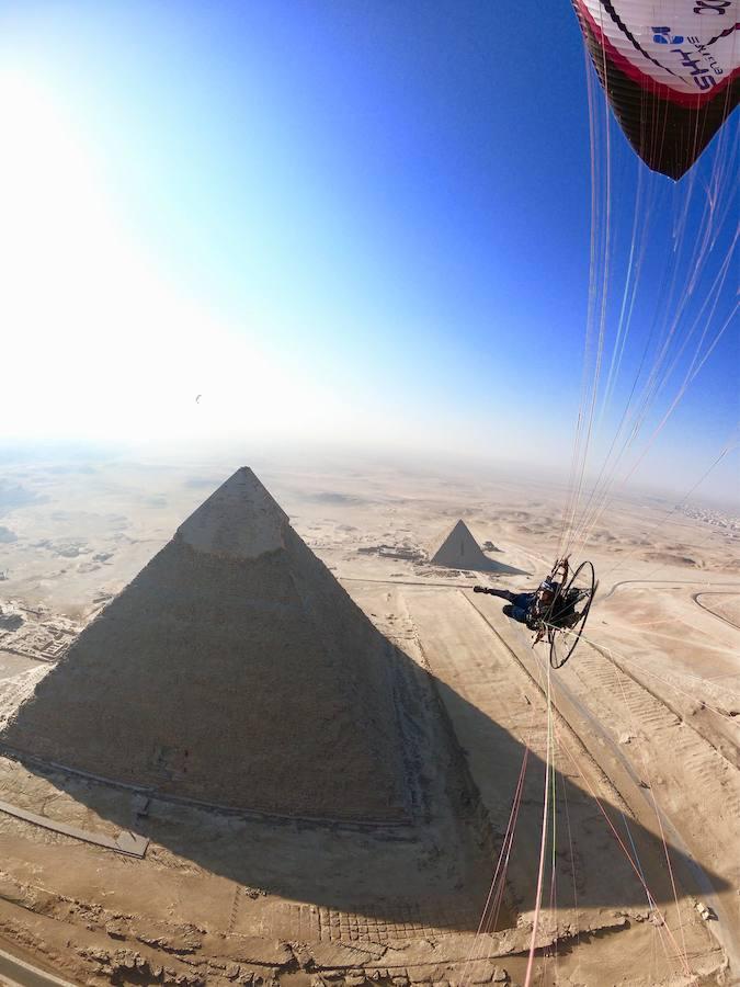El leonés que sobrevoló las pirámides de Egipto
