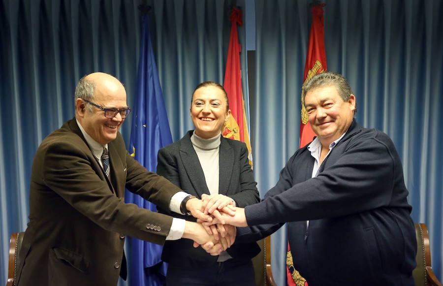 Firma del convenio para las obras de modernización de los regadíos del Canal de Pollos