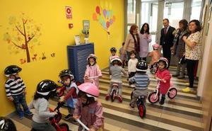 Los cuatro centros infantiles municipales reciben 60 bicicletas para enseñar a los niños movilidad y respeto al medio ambiente