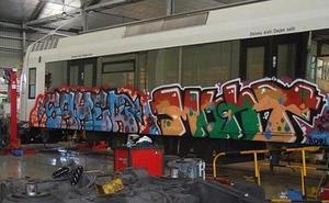 El gasto anual de Renfe en limpieza de grafitis equivale a la compra de tres trenes de Cercanías