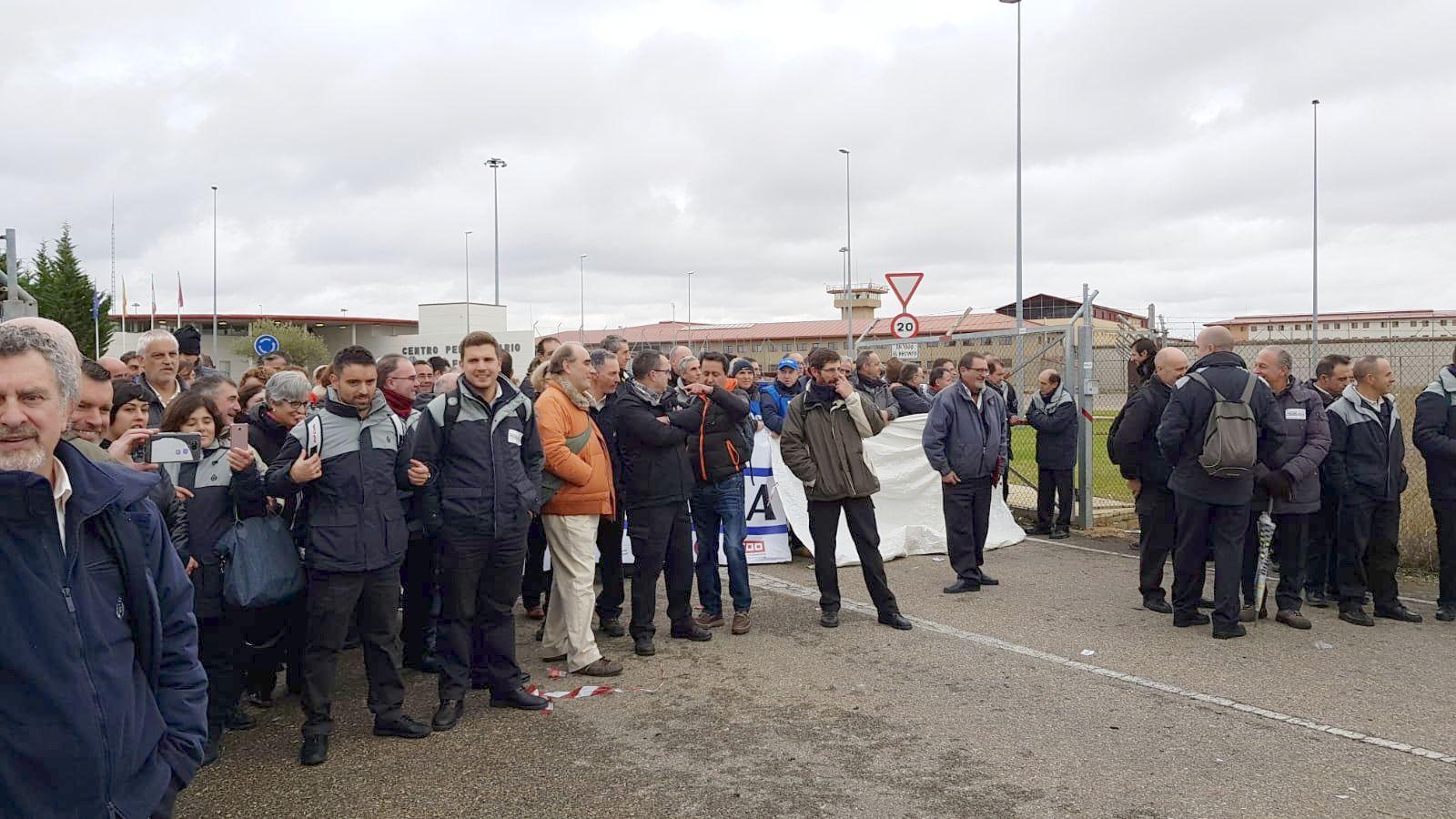 La Guardia Civil desaloja a los funcionarios