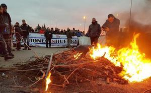 Los funcionarios de la cárcel de León endurecen su protesta y no permiten relevos ni diligencias