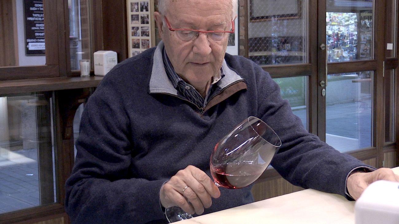 José Peñín, el gurú del vino de España, durante una entrevista con leonoticias